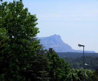 10.06.04-0001  セザンヌの町 サント・ヴィクトワール山.jpg
