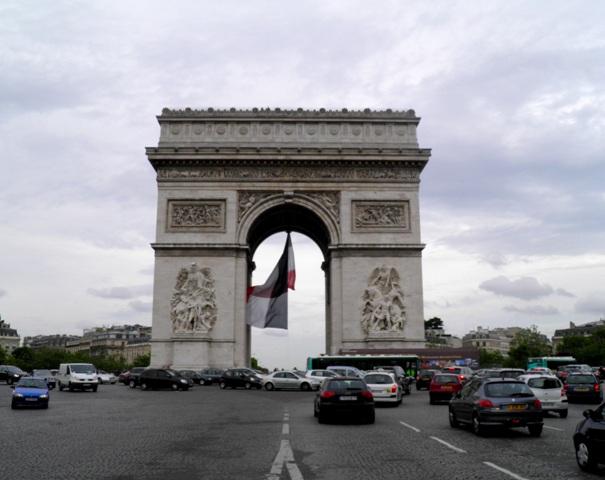 10.06.08-1031  パリ 凱旋門1.jpg