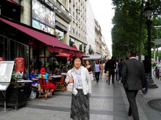 10.06.08-1043  パリ シャンゼリゼ3.jpg