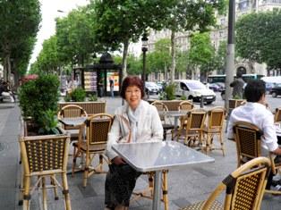 10.06.08-1044  パリ シャンゼリゼ4.jpg