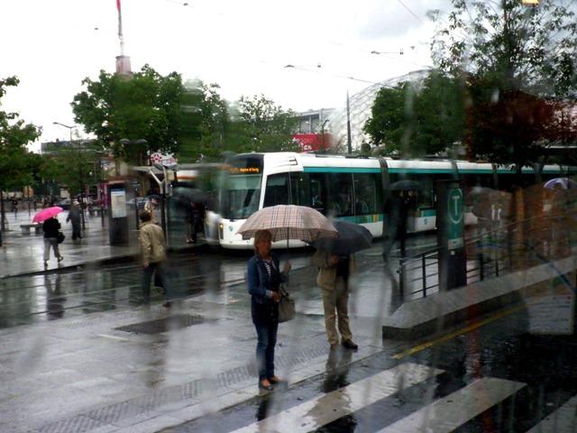 10.06.09-0001  パリ 雨の朝1.jpg