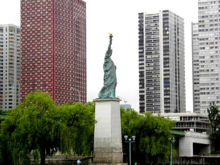 10.06.09-0309  パリ セーヌ川9.jpg