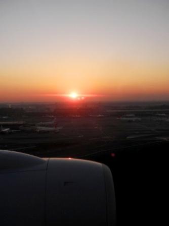 10.12.19-581  成田空港1.jpg