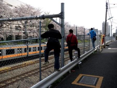10.04.03   東中野撮り鉄.jpg
