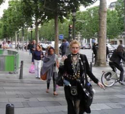 10.06.08-1045  パリ シャンゼリゼ5C.jpg