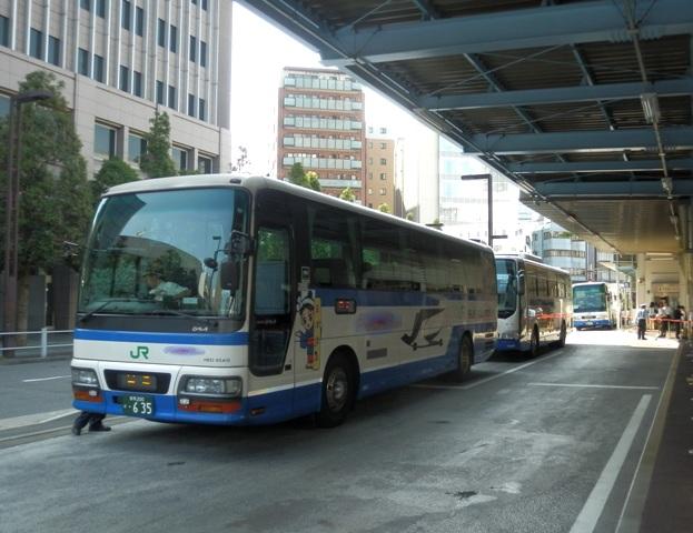 A12.08.09-01 JRバス13.jpg
